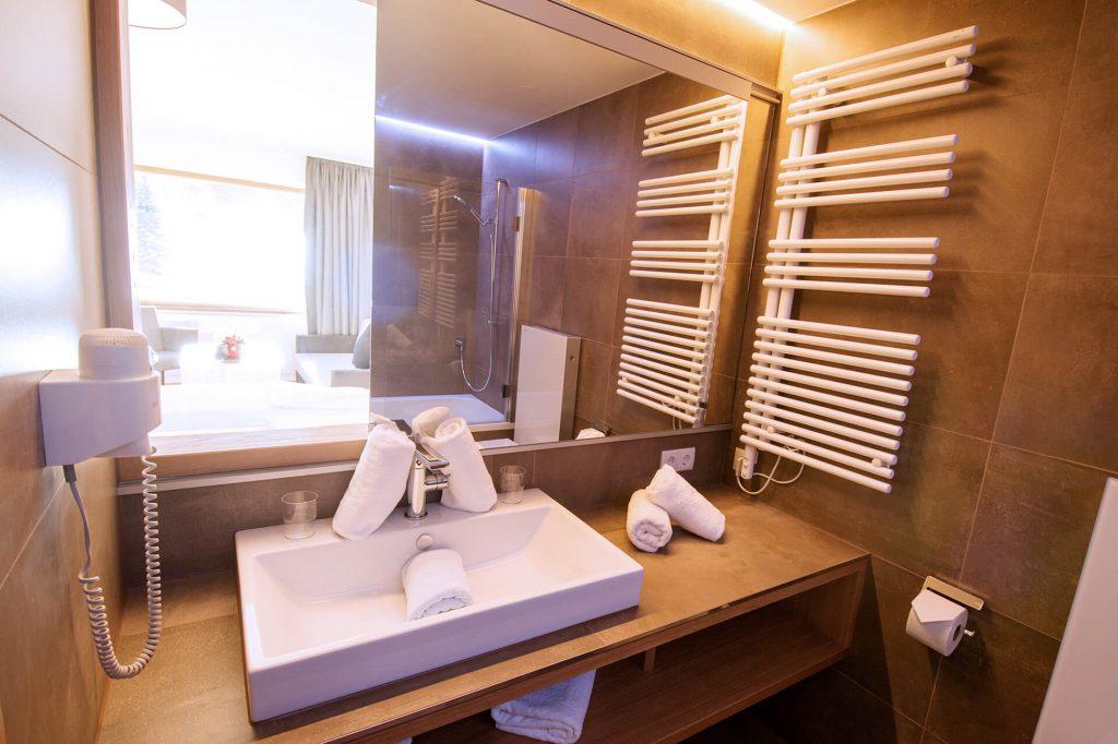 Der Blick in ein Badezimmer in einem der Appartements